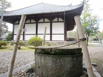 広隆寺の井戸と講堂