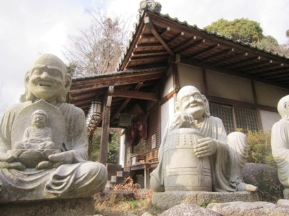 三輪山平等寺の十六羅漢像