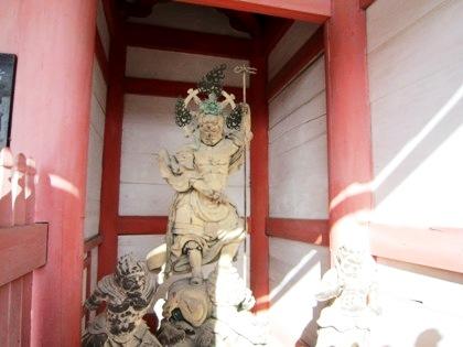 仁和寺中門の持国天