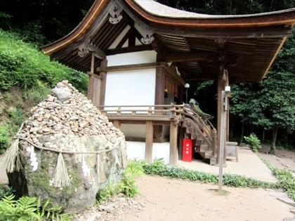 宇治上神社のさざれ石