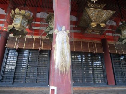八坂神社本殿の蓑亀