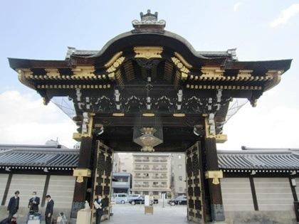 西本願寺の阿弥陀堂門