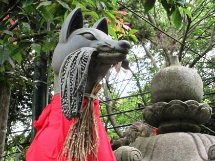 伏見稲荷大社の狐 稲穂