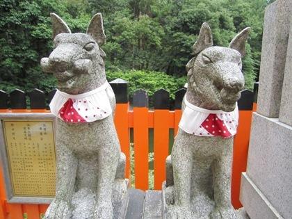 伏見稲荷大社の狐