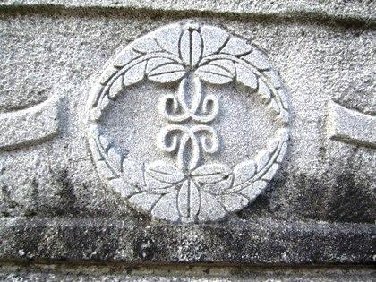 護王神社の神紋 向い四つ藤