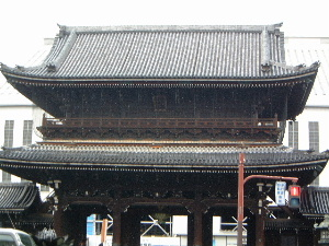 higashi-honganji-front.JPG