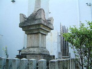 和泉式部の宝筐印塔